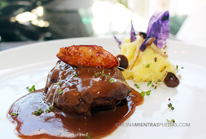 Carrilleras con chocolate foie y pur trufado con setas for Cocinar carrilleras de cerdo